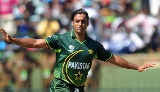 Shoaib Akhtar celebrating after a wicket
